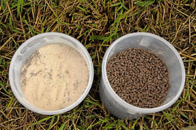Produkten kan antingen blandas i stallgödsel eller spridas i pelletsform.