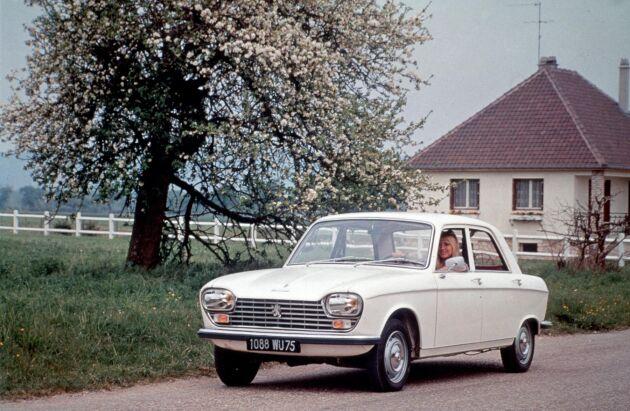 Peugeotveteran i landsvägskörning.