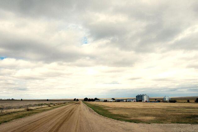 Långt ute på prärien öster om Klippiga bergen för Progressive Farms en ständig kamp mot vindar och torka.