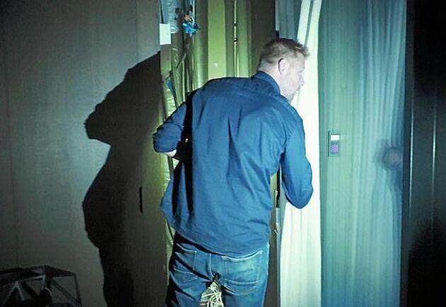 """""""Var är proppskåpet?"""". Deltagarna i experimentet visste inte att strömavbrottet var den verkliga utmaningen, som skulle pågå i tio dagar."""