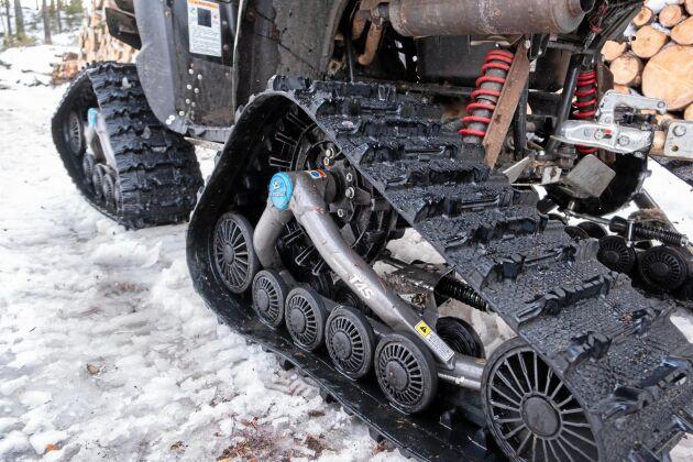 Banden ger i snö överlägset grepp jämfört med hjul.