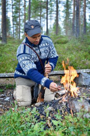 Att göra upp eld på ett säkert sätt i naturen är viktig kunskap för att fixa mat och kaffe.