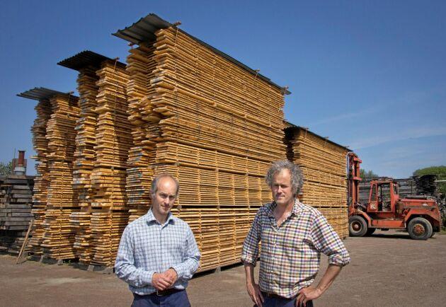 Sedan Mathias och Martin Ravanis, till höger, satte upp ramsågen har virkesförsäljningen bara växt och är idag minst lika viktig som båtbyggeriet.