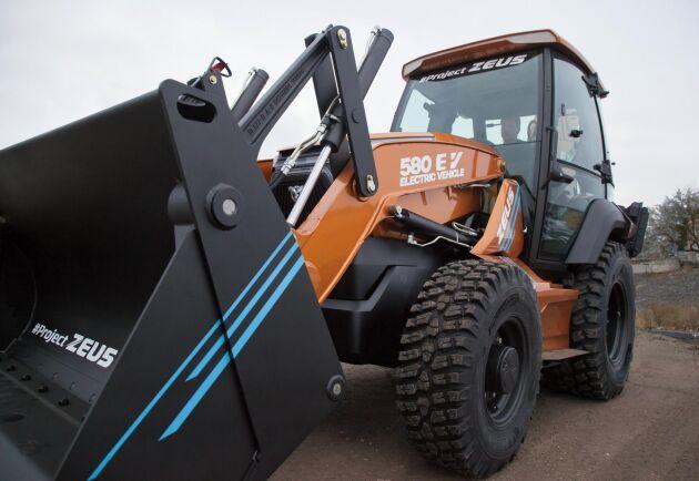 De första exemplaren av Case nya eldrivna traktorgrävare har redan sålts i USA.