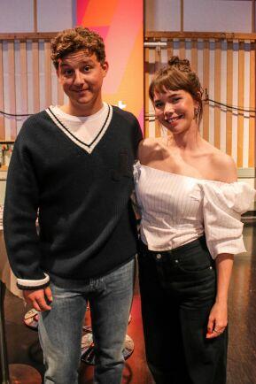 """Charlie Gustafsson och Hedda Stiernstedt spelar kärleksparet Calle och Nina i """"Vår tid är nu"""" på SVT."""
