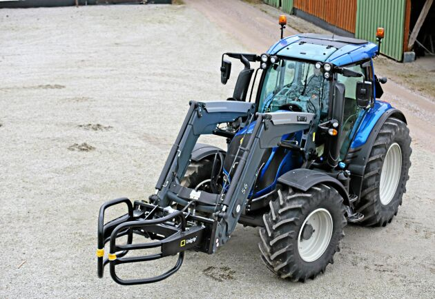 Teknisk utrustning stals från tre traktorer i början av april. På en av gårdarna stals även smycken ur ett bostadshus samt kontanter ur en plånbok som låg i en bil. Traktorn på bilden har inget med stölderna att göra.
