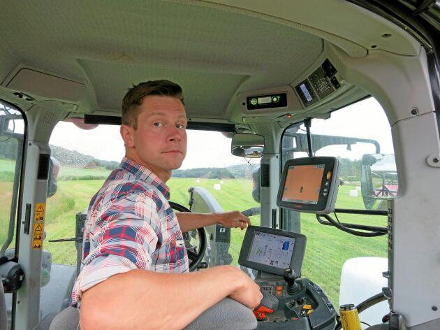Optimal körväg och placering av balvagnen skulle kunna visas på GPS-skärmen inne i traktorn.