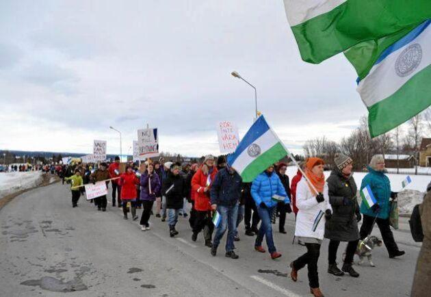Manifestation mot brytning i Oviken 2014.