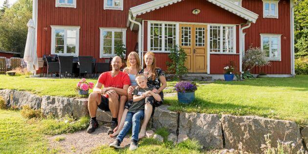 Familjen Rosén byggde nytt i samma stil som byns gamla hus!