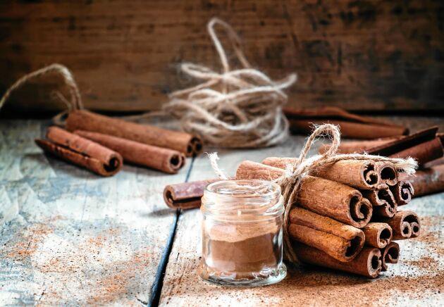 Kanel är en av ingredienserna i pepparkakskrydda som du lätt kan göra själv.