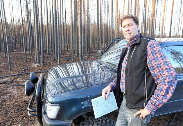 Pär Hammarlund drabbades av skogsbränderna under sommaren 2018. Nu riskerar han förlora de stödpengar som regeringen beslutade om i början på 2019.