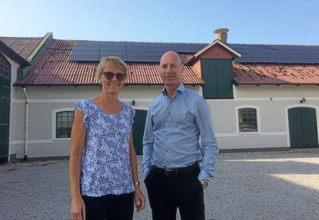 – Elproduktionen är en god inkomstkälla, och det känns bra att vindkraftverken är både en bra ekonomisk investering och bra för miljön, säger Hans-Anders Odh, som tillsammans med hustrun Karin Odh driver Västanby Gård.