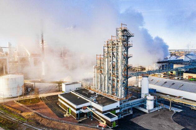 Med början i labbet, via en pilotanläggning 2014 är Södra nu först i världen med en fabrik som tar tillvara metanol från tillverkningen av massa.
