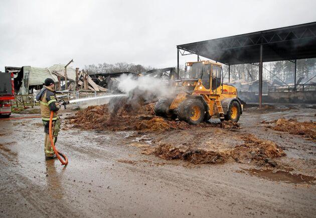 Först på torsdagsmorgonen kommer räddningstjänstens tekniker att kunna gå in och börja leta efter orsaker till branden.