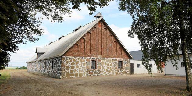 Klassisk Skåne-gård med åkermark till salu