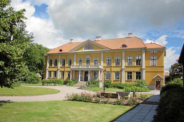 Här på Östrabo biskopssäte i Växjö stift hade han sin längsta tjänsteperiod som rättare.