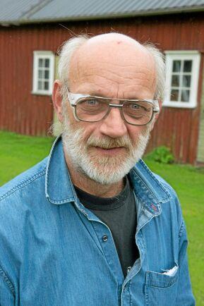 """Göran Andersson började odla hampa så snart det blev tillåtet i Sverige. Nu är han en av få som fortfarande odlar. """"Myndigheterna gör vad de kan för att motarbeta hampan"""", säger han."""