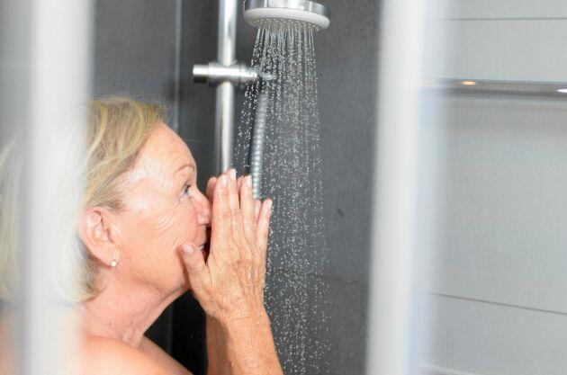 Duschar du på morgonen eller kvällen? Kanske är det läge att tänka om! En kvällsdusch är egentligen bättre för kroppen.