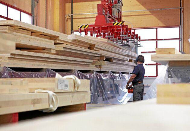 Stora Enso har sedan tidigare produktion av KL-trä i bland annat österrikiska Bad St Leonard, och nu blir det en ny stor linje i Gruvön.