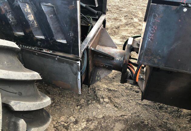 Maskinen är midjestyrd och kommer att väga mellan 4,5 och 7 ton beroende på batteriutrustningen.