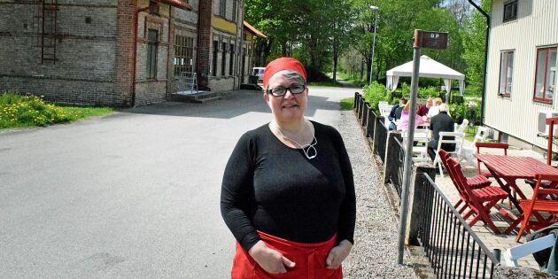 Paula gör succé i den gamla lanthandeln – med mammas mat