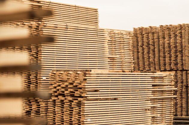 Hamnkonflikten slår mot skogsindustrin.