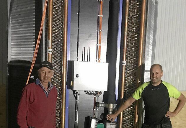 Johan Nilsson får ibland hjälp av sin far, Torsten Nilsson, vid monteringen av sina ventilationssystem.