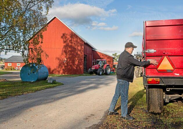 Lantbrukaren Arne Lindström på sin gård i Röbäck utanför Umeå.
