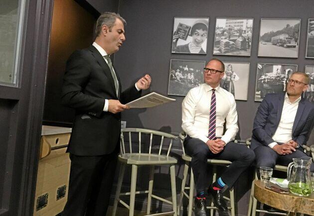Näringsminister Ibarahim Baylan (S), Björn Hellman vd för Livsmedelsföretagen och Lars Appelqvist ordförande för Livsmedelsföretagen.