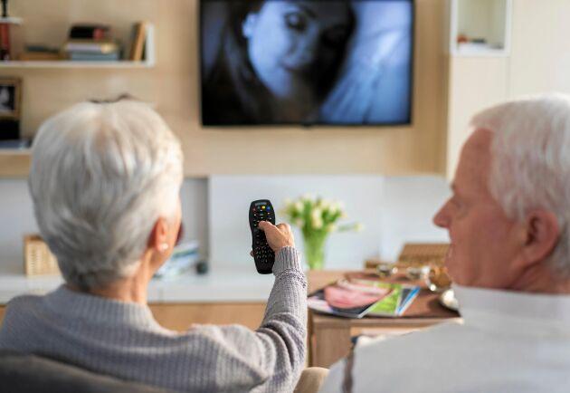 Den gamla radio- och tv-avgiften betalades enligt lag i förskott. Mest pengar tillbaka får nu de som betalat årsvis.