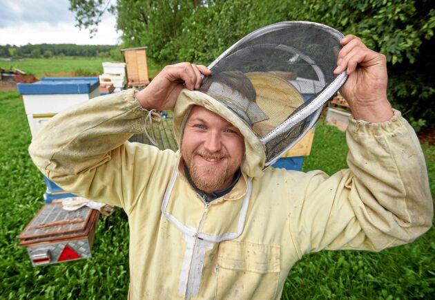 Rickard Hansson ser andelsodlingen som ett bra sätt att sprida kunskap om bin, som är viktiga för såväl miljö som matproduktion.
