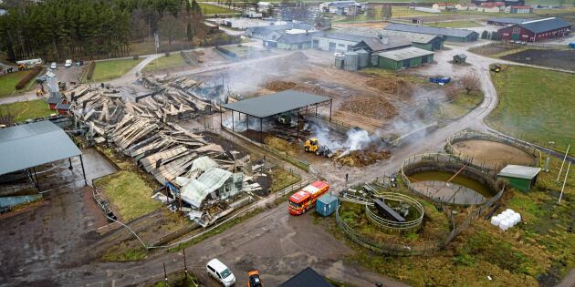 Vretas ladugård helt raserad i branden