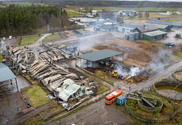 Lyckligtvis spred sig branden inte till intilliggande byggnader.