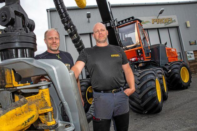 """Nystart. Bröderna Jan-Olov och Sven-Erik Wiklund är två av delägarna när Profi nu blivit svenskt. """"Vi har hört att de svenska kunderna tycker det är bra att maskinen tillverkas i Sverige"""", säger Jan-Olov (t v)."""