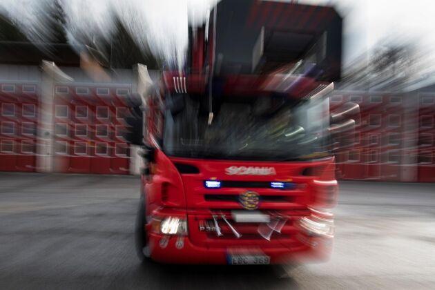 Räddningstjänsten har ryckt ut till en brinnande ladugård i Nordingrå.