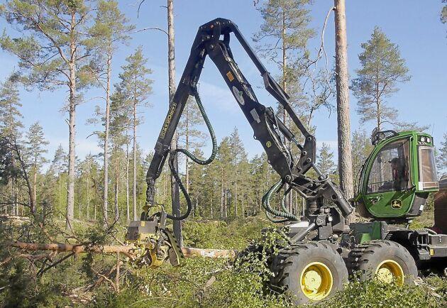 Den nya maskinen är effektiv, förklarar Henrik Klingstedt.