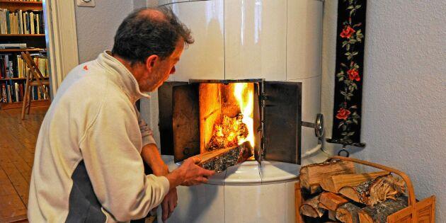 Så eldar du smart i kakelugnen – och så ofta ska du montera ner den!