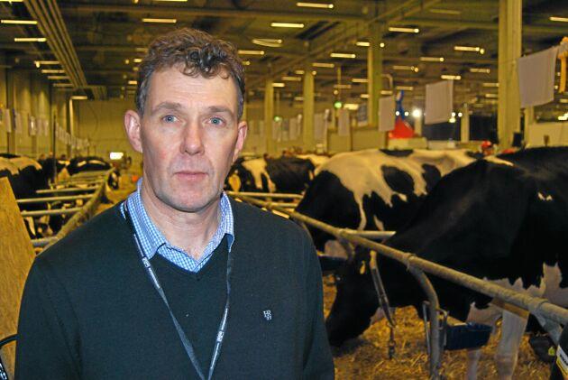 Heltokigt att säga att livsmedelsproduktionen ska öka samtidigt som lantbruket betraktas som miljöfarlig verksamhet menar Stefan Gård, ordförande för Svensk Mjölk.