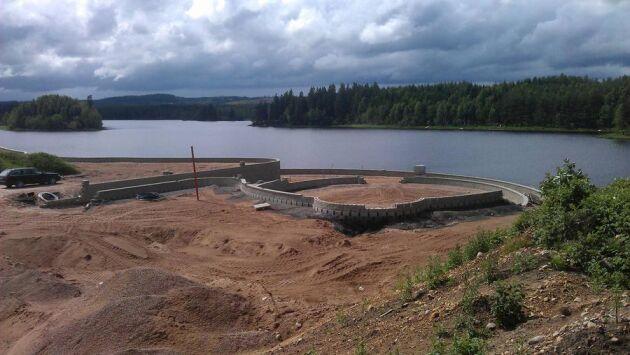 I Gnosjö kommun har Sveaskog sålt mark i strandnära läge. Där håller köparen nu på och styckar av och exploaterar tomter för fritids- och permanentboende.