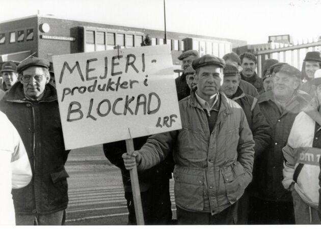 Dramatiskt när mjölkbönder blockerade mejerierna