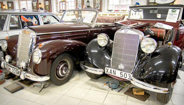 Två rariteter, en rödbrun Mercedes Benz 220 S cabriolet, årsmodell 1953 och en svarta Mercedes Benz 170, årsmodell 1951.