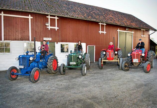 Hela familjen Olsson på varsin Zetor 25. Från vänster: Morgan, Jenny, Helen och Christer (som sitter på farfar Johns gamla trotjänare).
