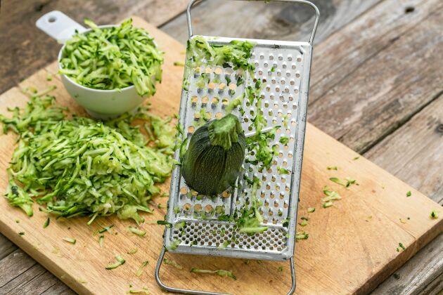 Zucchiniriv, perfekt att dryga ut med.