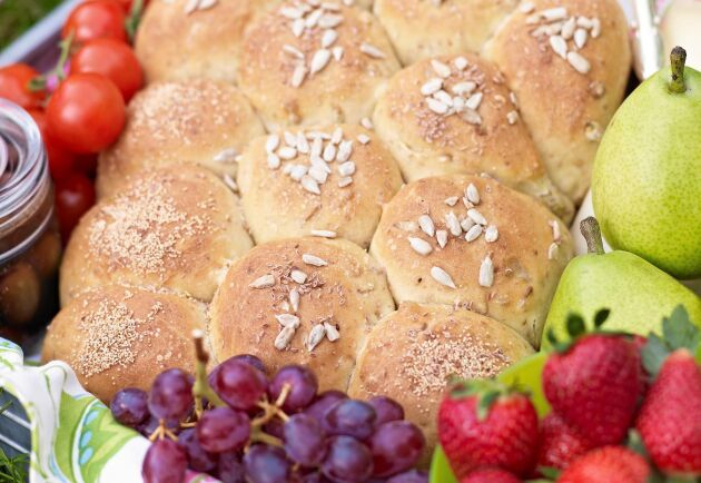 Brytbrödet är fyllt med pumpakärnor, solrosfrön, psylliumfrön, linfrön och vetegroddar.