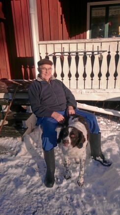 Sigvard Eliason med parets trogne jakthund.