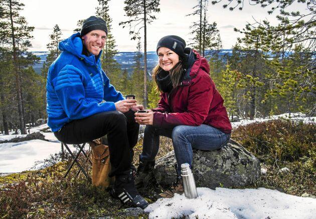 """Björn Ferry och Heidi Andersson använder sina """"vinnarskallar"""" för att nå målet om att ett fossilfritt liv 2025, och försöker leva som de lär. ."""