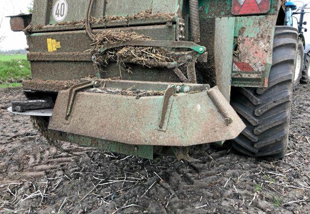 Kör man exempelvis med gödselspridaren över fältet kan det automatiskt loggas som ett fältarbete. För att få tillförlitlig data krävs därför en hel del manuell handpåläggning.