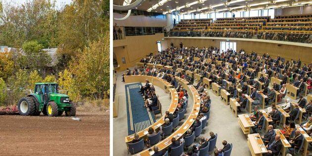 Protesterande lantbrukare på plats i riksdagen