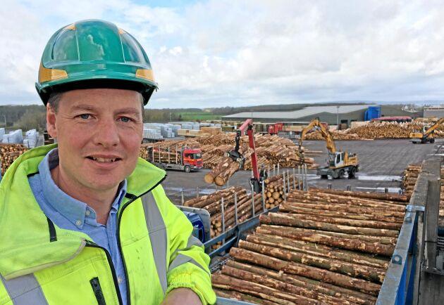 Rob Mackenna, produktionschef på sågverket i Lockerbie, berättade om träindustrikoncernen James Jones & Sons Ltd.