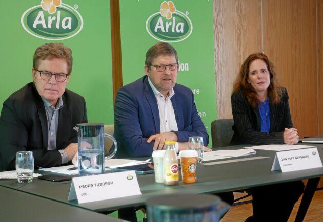 Peder Tuborgh, vd för Arla, vid bolagets presentation av siffror ur årsbokslutet 2019 på Arlas huvudkontor utanför Aarhus i Danmark. På bilden syns också Arlas styrelseordförande Jan Toft Nørgaard och bolagets avgående finanschef Natalie Knight.